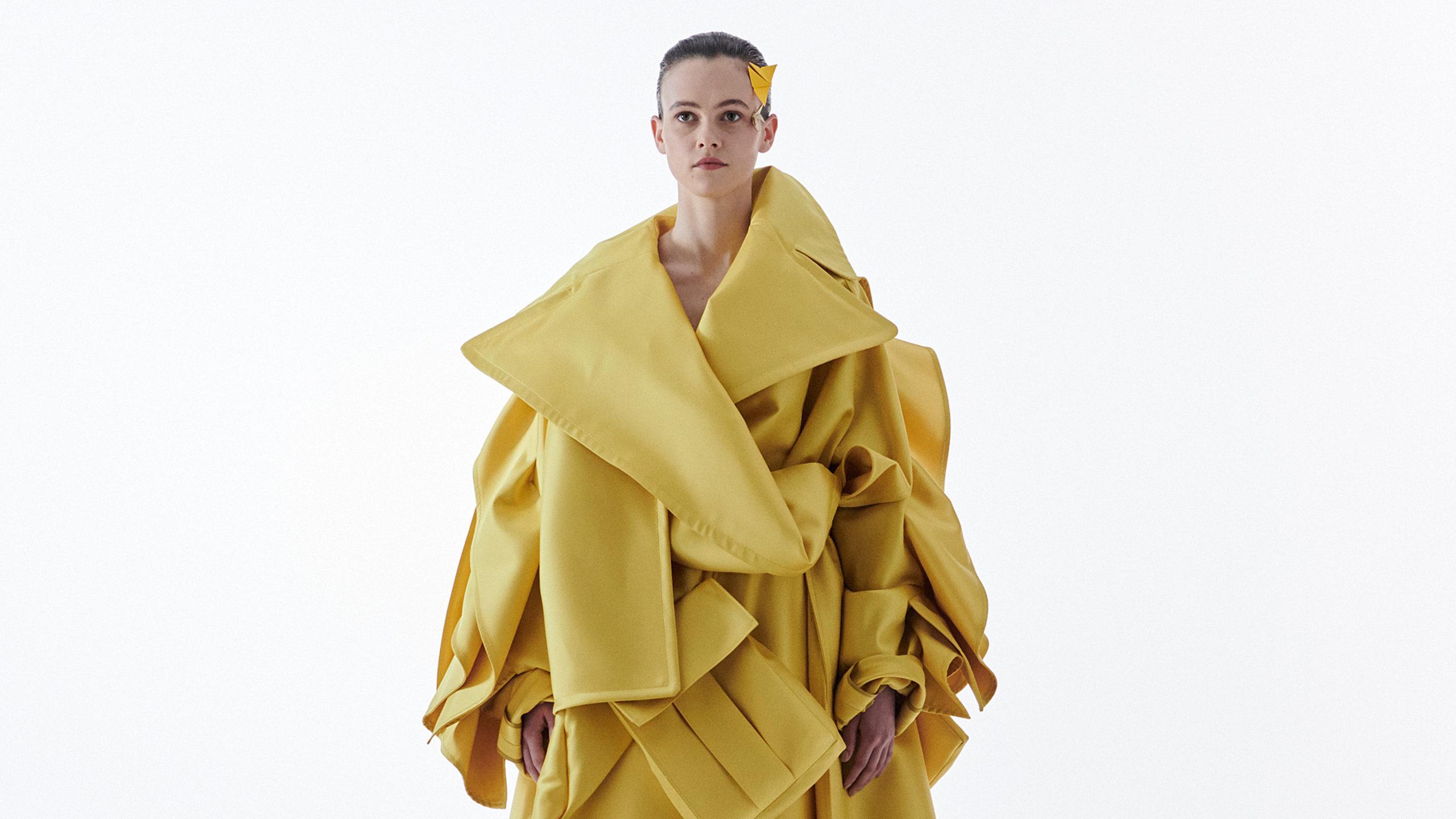 Claes Iversen presenteert nieuwe couturecollectie tijdens expositie